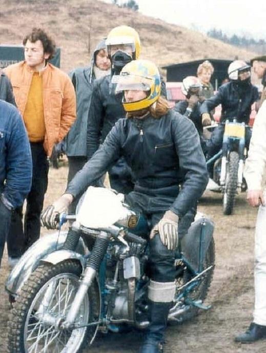Niller med Gert i sidevognen på vej til start. Løvel maj 1971.