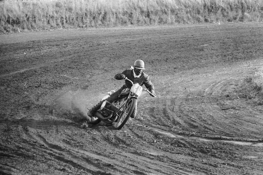 Kortbane DM i Løvel 1969. Carsten måtte nøjes med 4. pladsen, da RR-motoren ikke var så nem at tøjle på kortbane.