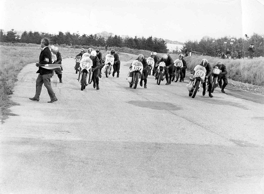 DM Ring Djursland aug. 1967. Starten går. Ole ses med nr. 52. Franz Kroon med nr. 51 og Robert Olsen med nr. 54.