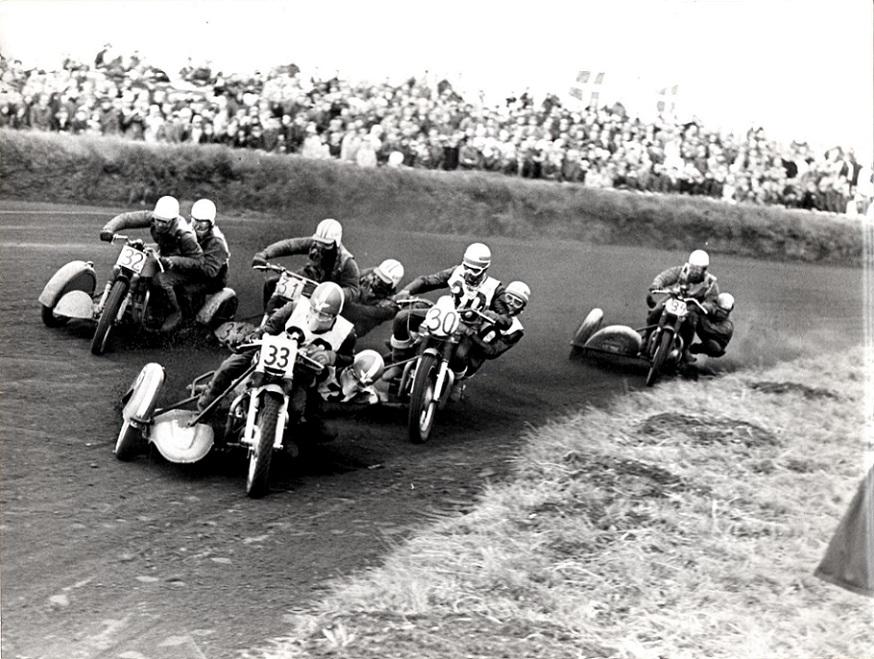 Grand Race på Korskroen 1967. Kurt Larsen med nr. 33 i front vandt løbet. Günther Bommé og Ole er nr. 32, Callesen 30, Arnfred Nielsen 31 og Verner Poulsen 34.