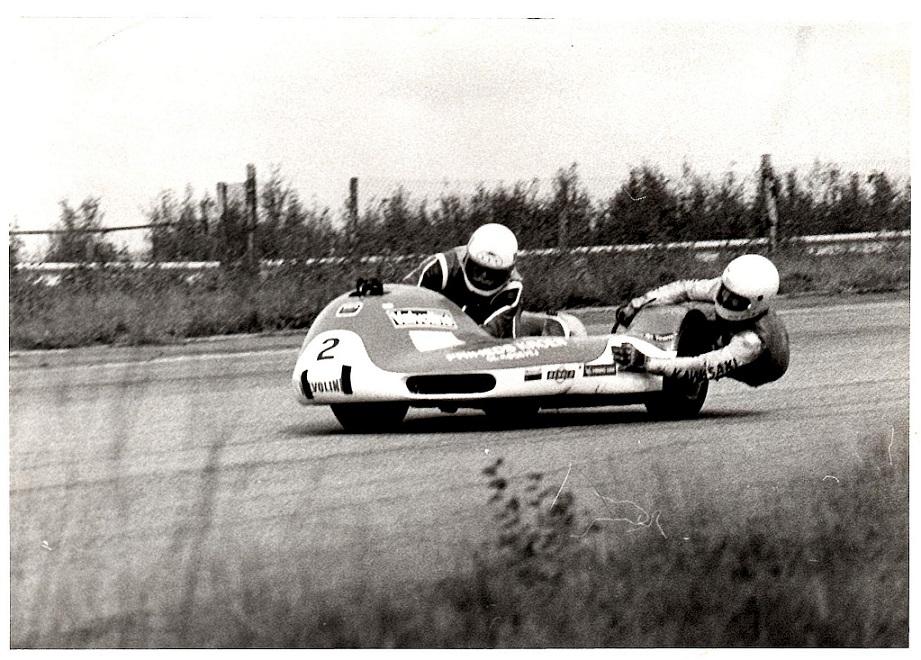 Asger og Ole kørte nogle løb sammen i 1984 udover Man. Billedet her er fra et af disse på ukendt bane.