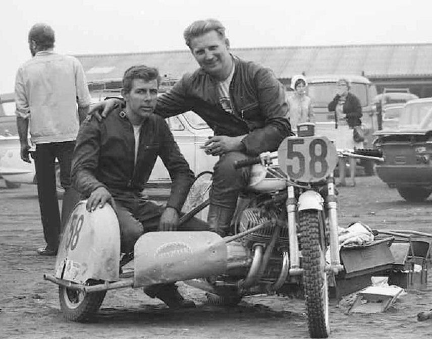 Carl og Ole på Kawasaki Mach III H1 til DM i Skive 1969.