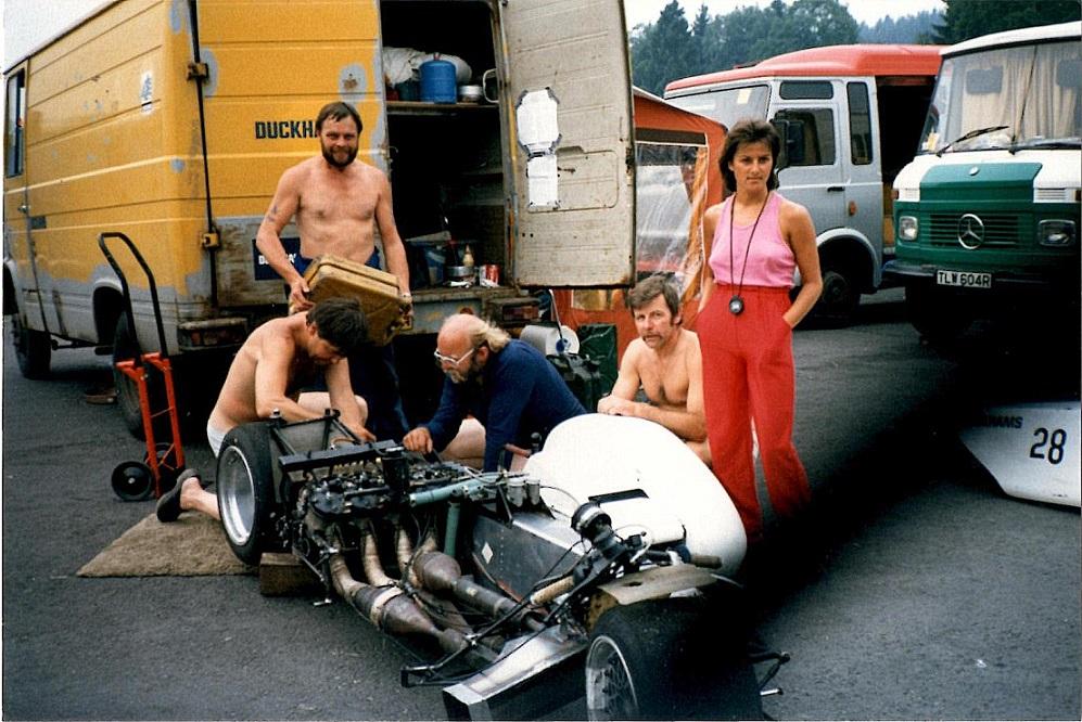Benny og Ole ved et løb på Spa. Ole erindrer ikke årstallet. Img1. Mellem Benny og Ole ses Asger Nielsen og til højre for Ole Svend Anderssons Karen.