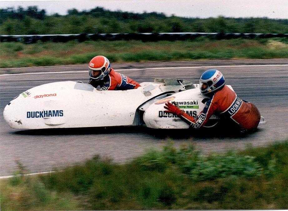 I sæsonen 1987 kørte Benny og Ole med en Kawasaki 1000cc motor, så man ser at Kawasaki er kommet med blandt sponsorlogoerne.