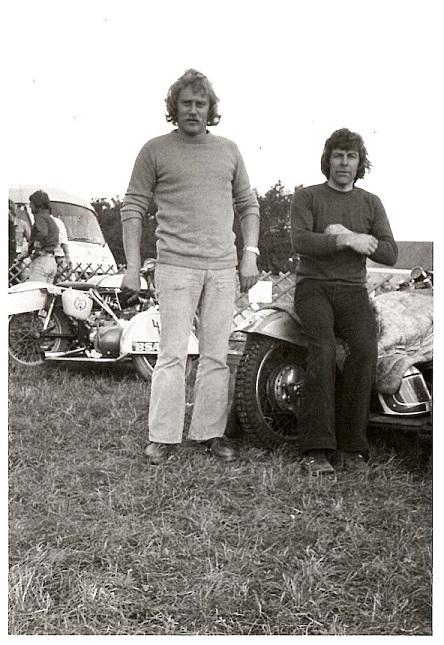 John og Ole klar til DM på Nykøbing Falster Travbane 1975.