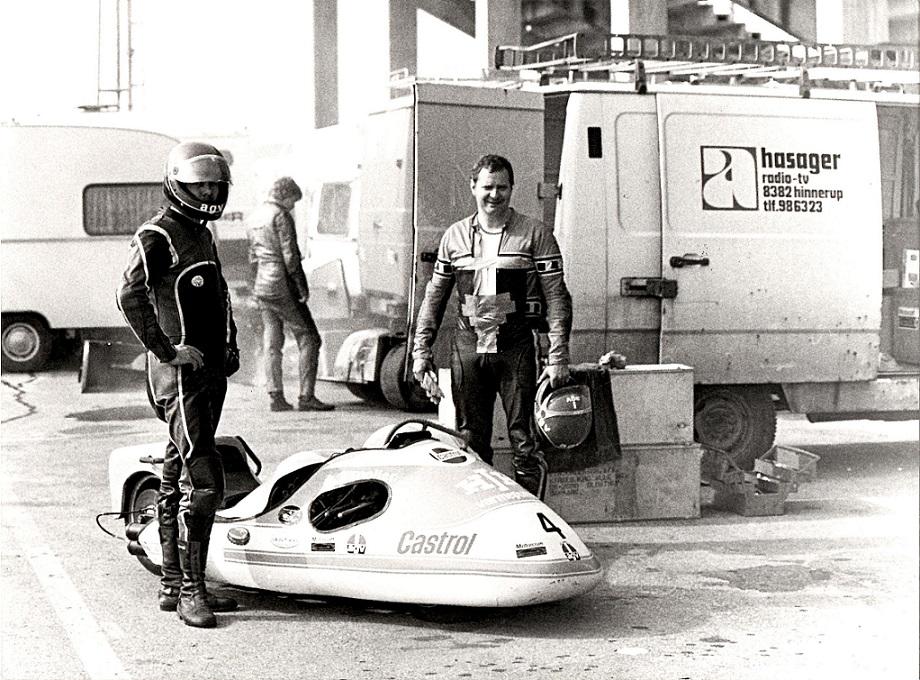 Alex Hasagers firmabil blev brugt som racertransporter.