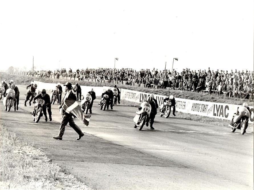 DM 1966 Ring Djursland. Starten er ved at gå. Ole ses med nr. 19, Franz med 12.
