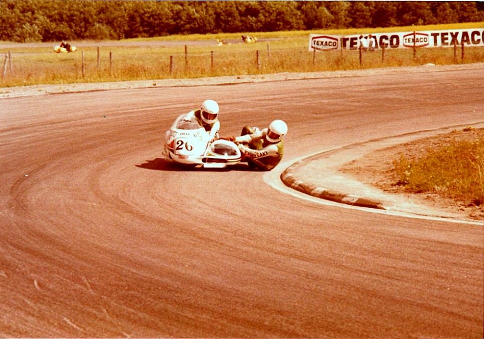 John og Ole var også med til VM-løbet på Karlskoga juli 1978. Her med nr. 26.