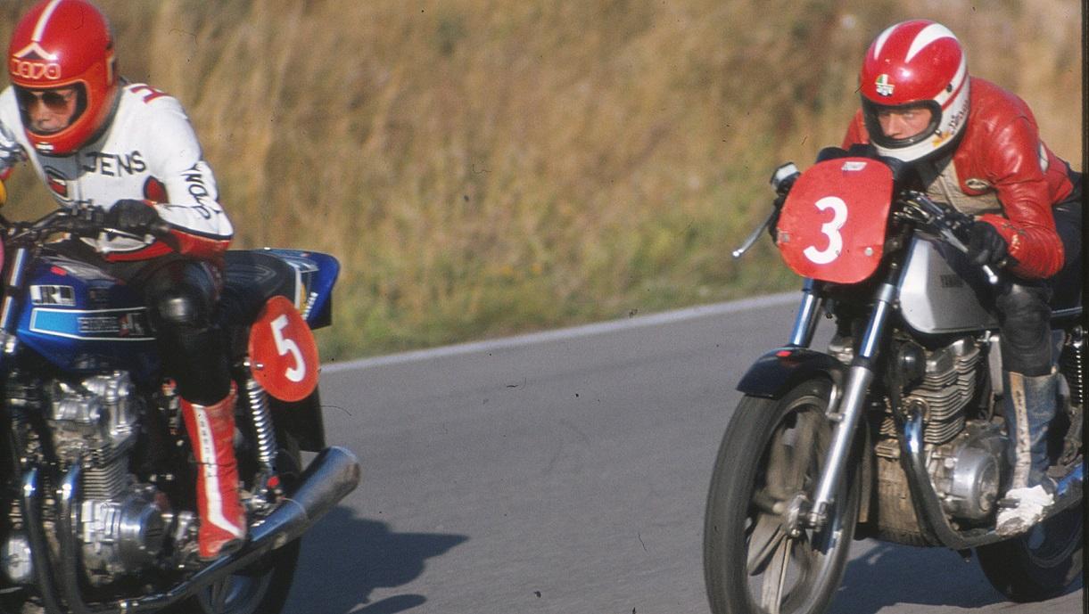 Stadig Ring Djursland. En heftig duel med Jens Thorup Hauge på Honda.