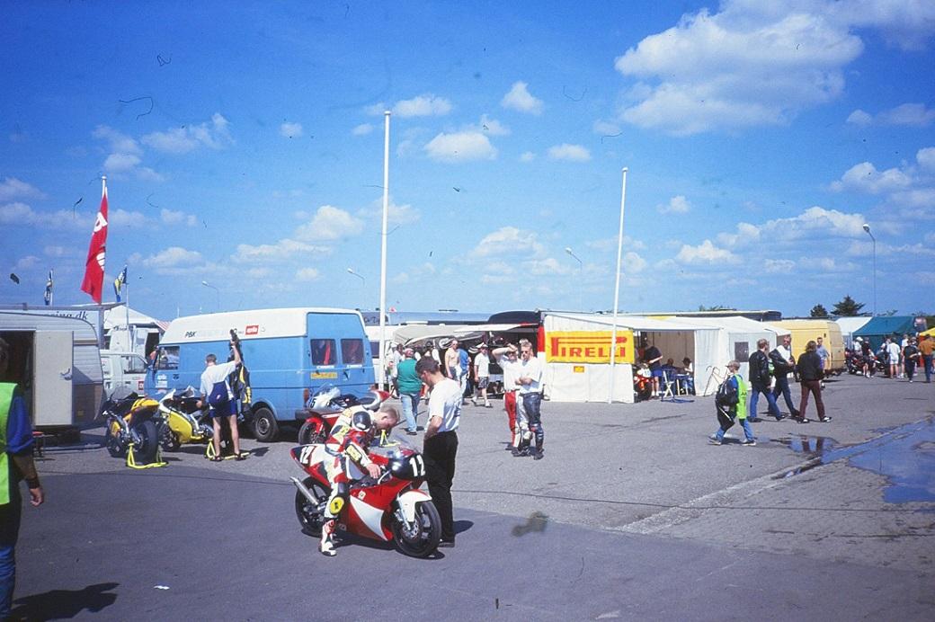 Comeback i 125cc Racerklassen. Her på Jyllands-Ringen i maj 1998 til NM-SO img1.