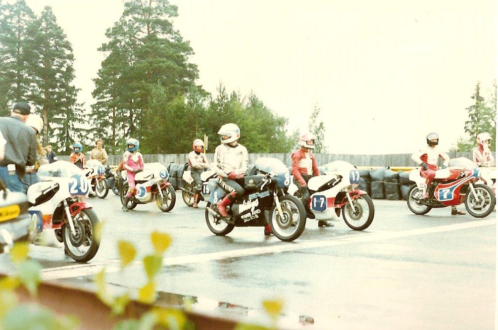 NM Ahvenisto, Finland 12. august 1979. Paul med nr. 17 i forreste startrække på den regnvåde bane.