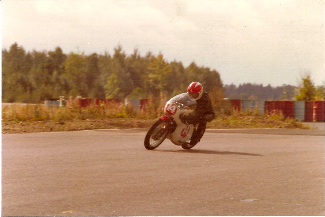 Fra Pauls debut på Anderstorp i juli 1977, hvor han blev nr. 2 i den lille debutantklasse.