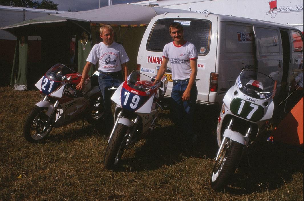 Paul kørte lidt Superstreet på TSR i 1991 og ses her på et teambillede med Anders Rasmussen.