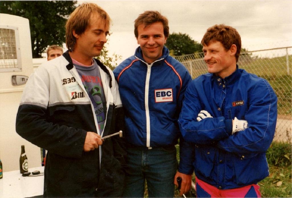 Svend Andersson i midten var også kommet for at heppe. Til venstre Vedel.