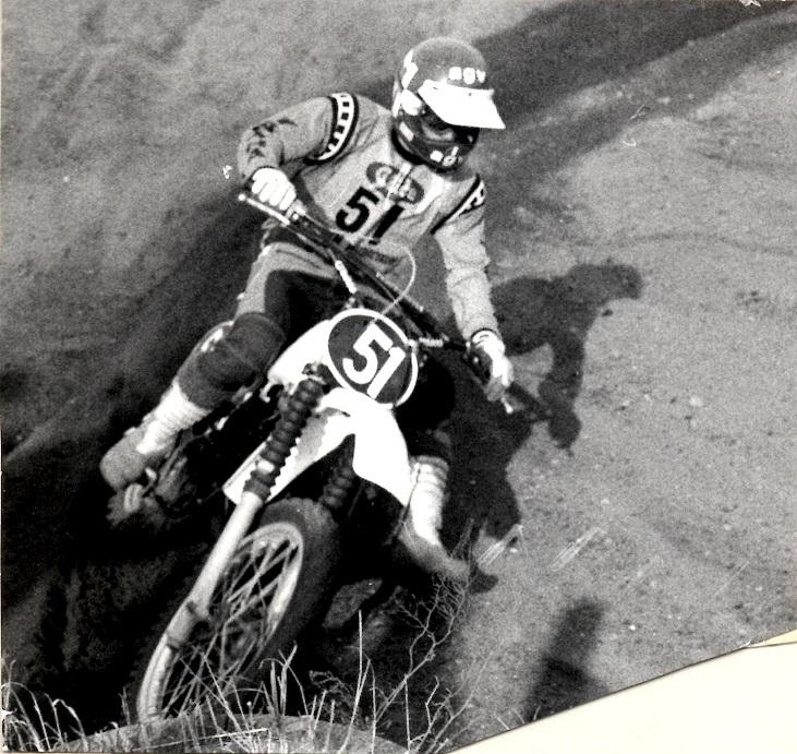 Efter en hård fight måtte Kim tage til takke med 2. pladsen i DM 125cc 1979 efter Ole Svendsen. I 1979 skiftede Kim fra Husqvarna til Yamaha, som det ses her på billedet fra DM-finalen i Sønderborg.