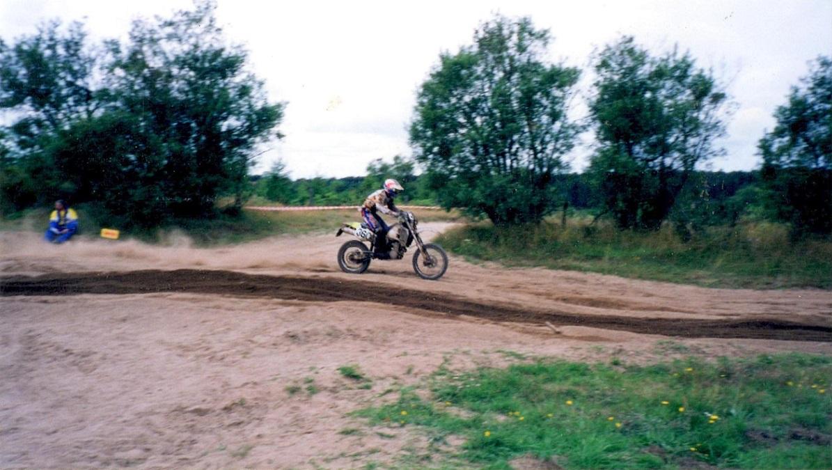 Grand National indgik som en afd. af DM Enduro 1998. Her ses Kim i terrænet ved Finderup.