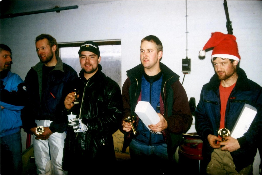 Kim lagde DM-Cross på hylden efter 1994, men kørte stadig nogle klubløb. Her præmieret i Nissetrial 1995 sammen med Sune og Lars Sørensen.