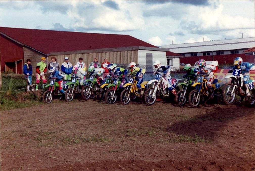 1991 Låsby Cross. starten 80cc. Nr. 11 Brian Olesen, 12 Morten T. Hansen, 3 Morten E. Pedersen, 5 Jan V. Nielsen.