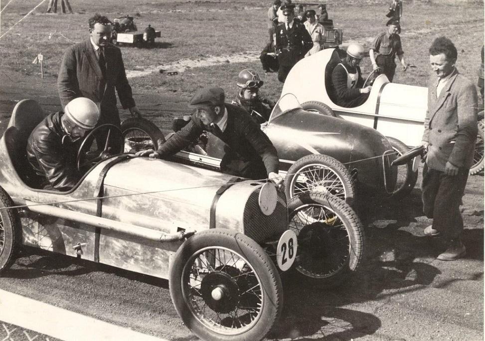 Hem Odde 11. maj 1947. Far i sin midget nærmest med nr. 28, Robert Nellemann i midten og Ernst Mortensen, Horsens th.