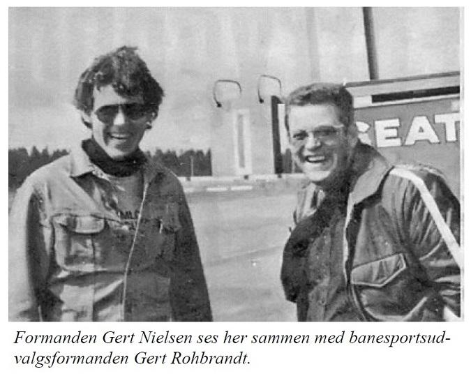 Også et klip fra AAS hjemmesiden 1975, hvor det er Gert Rohbrandt til højre.