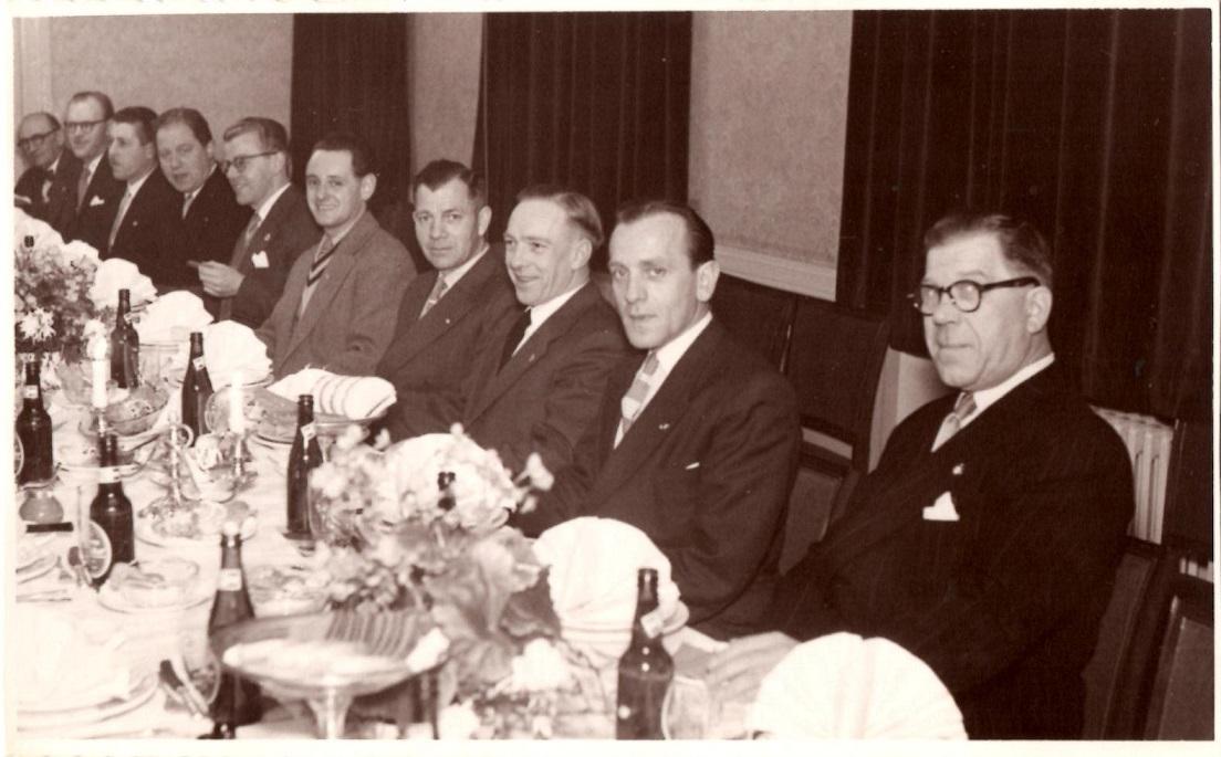 25 års Jubilæum i 1955 på Klostergården. Fra højre er det Holger Nielsen, Svend Aage Rasmussen, Chr. Wenderby og Murerras.