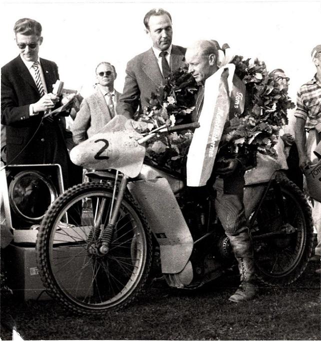 Ove var mest bag kameraet. Her har han fanget Kauko Jousanen som vinder af Guldbarreløbet 1959.