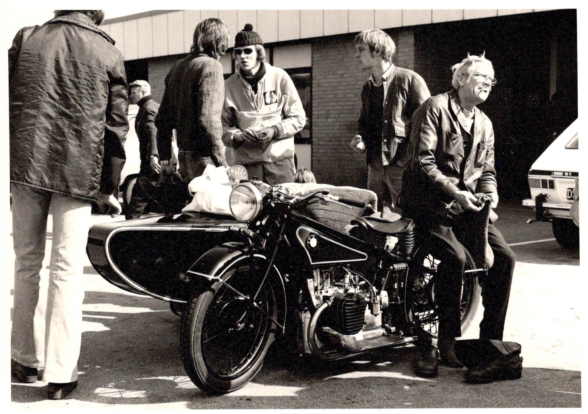 En BMW sideventilet og 750cc fra 1928 blev renoveret i 1974