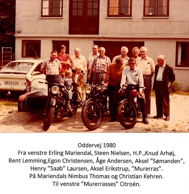 Fotoopstilling ved et lørdagsmøde på Oddervej i 1980.