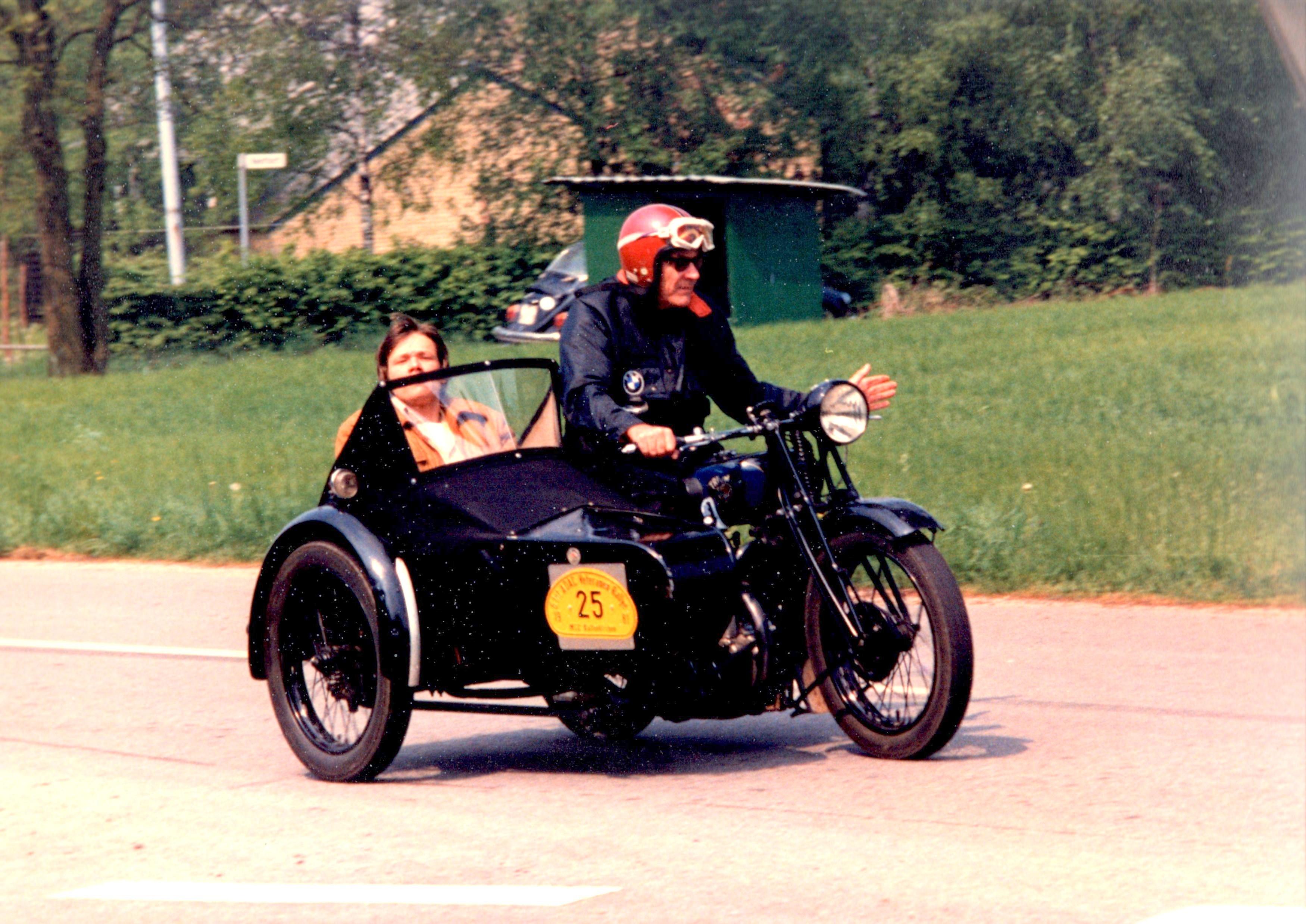På Triumph i Tyskland med Steen i sidevognen.