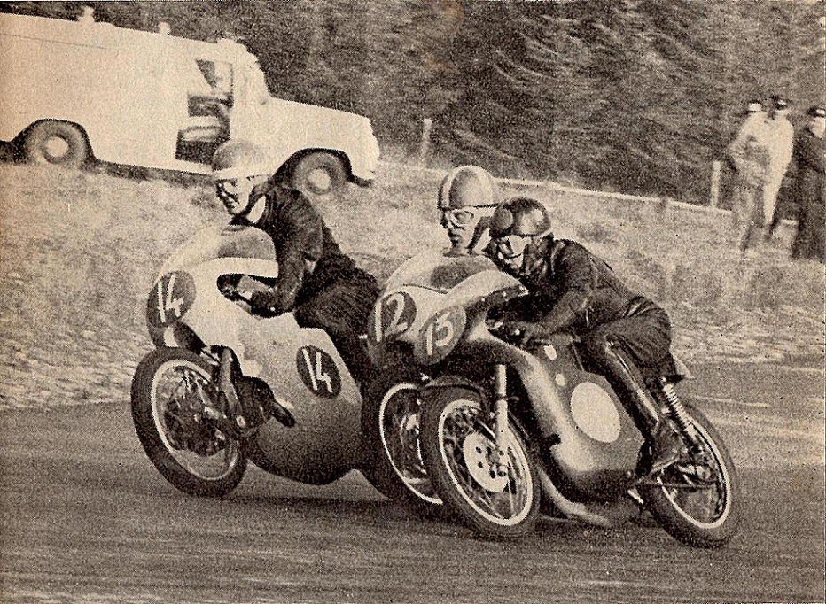 Et herligt billede som blev brugt på forsiden af Motorbladet. Nr. 14 Vilhelm Kaas, 12 Franz og 13 Robert olsen