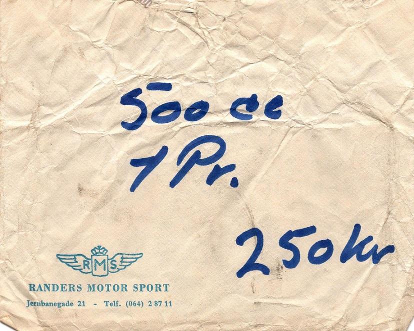 Arrangøren Randers Motor Sport havde pengepræmier til løbet. Pengene blev lagt i en konvolut som denne, der blev udleveret til Jørgen Arnholtz for hans DM 1. plads.