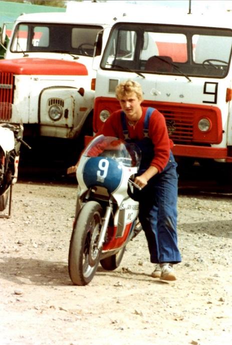 Chris Jensen var mekaniker for Svend Andersson, her med Svends cykel til 350cc klassen.