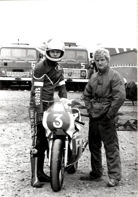 Svend Andersson med mekaniker Chris Jensen.