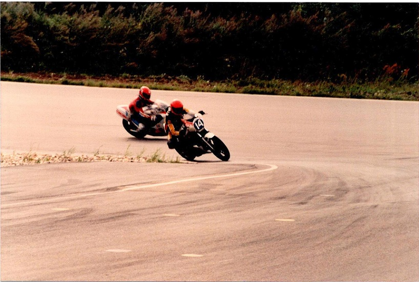En billedserie med Finn Villadsen, der viser en del om, hvordan Ring Djursland så ud i august 85. Img1