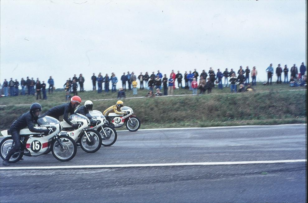 Starten. Med nr. 15 Hans Hallberg (Sorte Hans) og Leif Gustavsson nr. 40.
