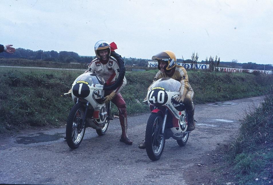 Disse to herrer gav publikum smæk for skillingen. Kent Andersson med nr. 1 vandt foran Leif Gustavsson efetr en hård fight. Kent Andersson var verdensmester i 1973 og 74, og her på Ring Djursland i oktober 75 var de blevet nr. 3 og 4 i VM samme år.