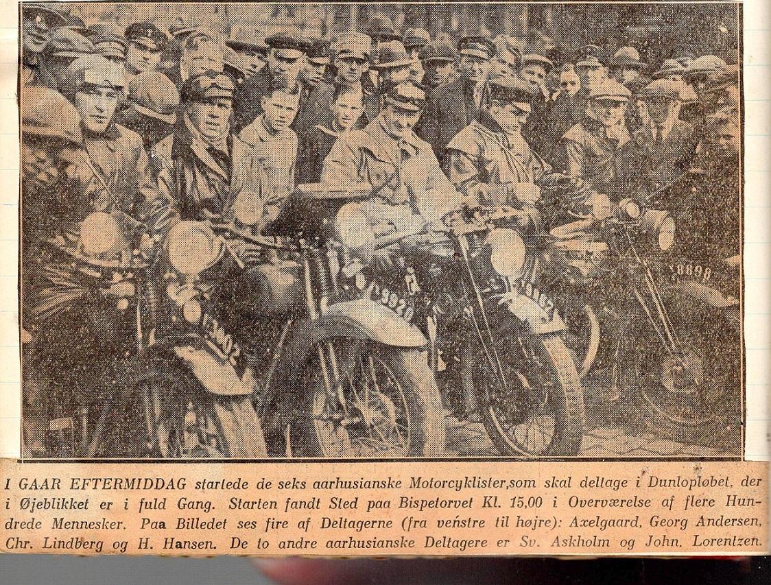 """I Dunlopløbet 1930 ses Lindberg her sammen med Georg Andersen og """"Pariser Hansen"""" . Her starten fra Bispetorvet."""