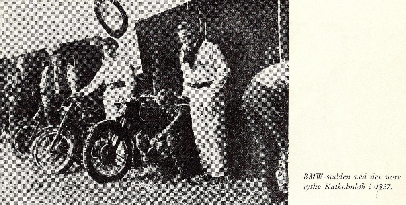 Frank i hvid kedeldragt th var hjælper i Carlo Sejer og Robert Berke Jørgensens BMW team ved Katholm løbet i 1937.