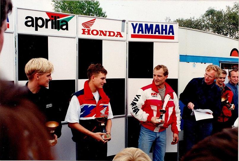 Sonni Harms vandt 125cc klassen foran Carsten Svendsen tv og Chris Jensen th