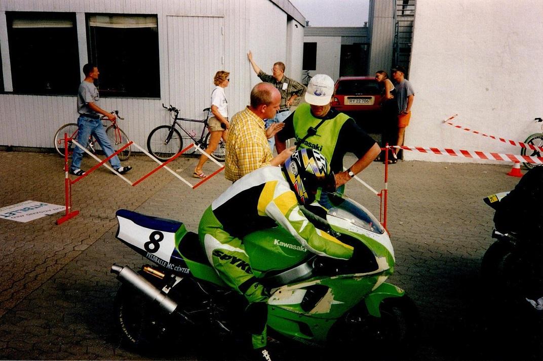 Uffe Christensen med nr. 8. Starter Steen Normann th