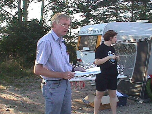Stævneleder Lars Pedersen og Line Nøjsen klar.