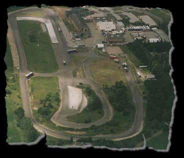 Luftfoto set fra den modsatte side.