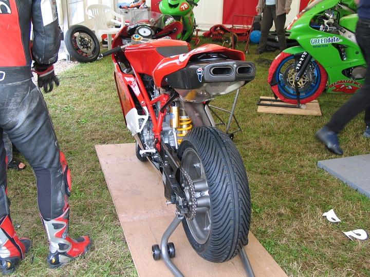 Brian Glads Ducati med regndæk