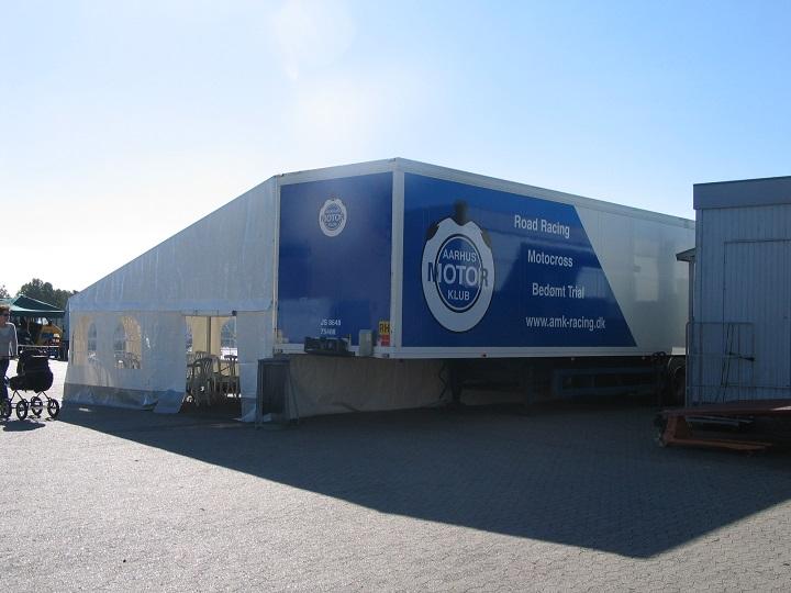 AMK´s flotte trailer med tilhørende telt