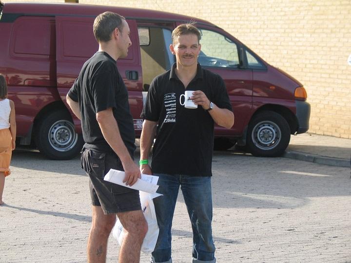 Finn Nielsen og Anders Heine i snak om dagens løb