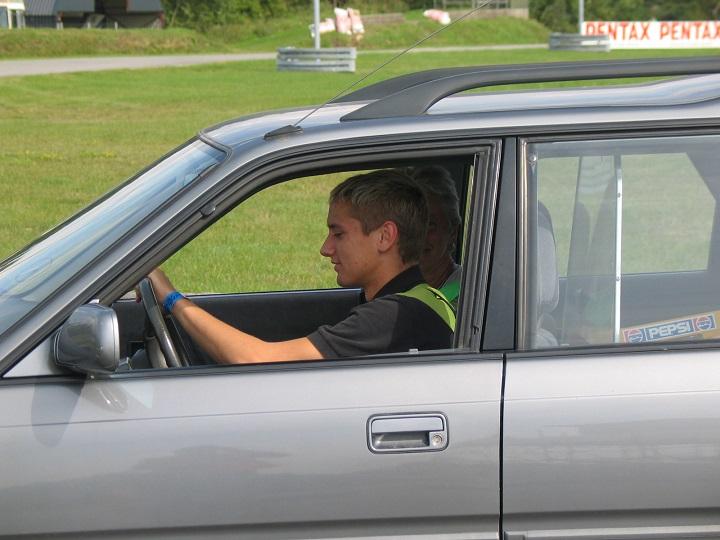 Jon Krause-Kjær styrer rydningsvognen