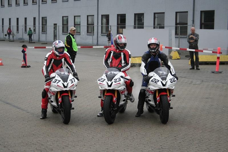 Et fint Yamaha team i Superstock 600. 37 Dennis Andersen, 23 James Nordbury, 22 Lars Hynneke