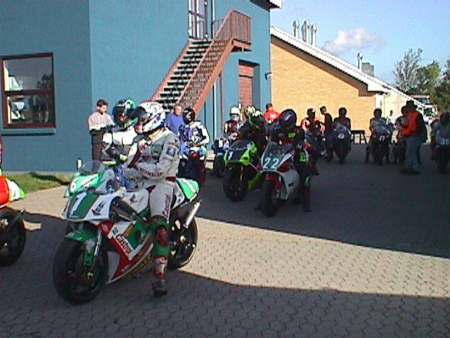 250cc R klar til udkørsel. Jørgen Vendelbo 1, Ronnie Ourø 22.