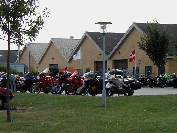 Parkering foran Specialarbejderskolen
