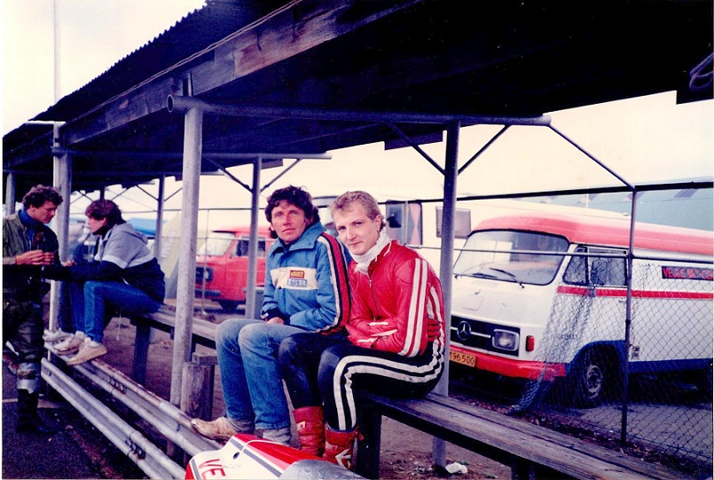 Mantorp 21/22. sept 85. Chris sammen med englænderen Derek, der på den tid boede i Århus. Derek er mekaniker og arbejder i dag for et team, der har Leif A. Nielsen som kører.